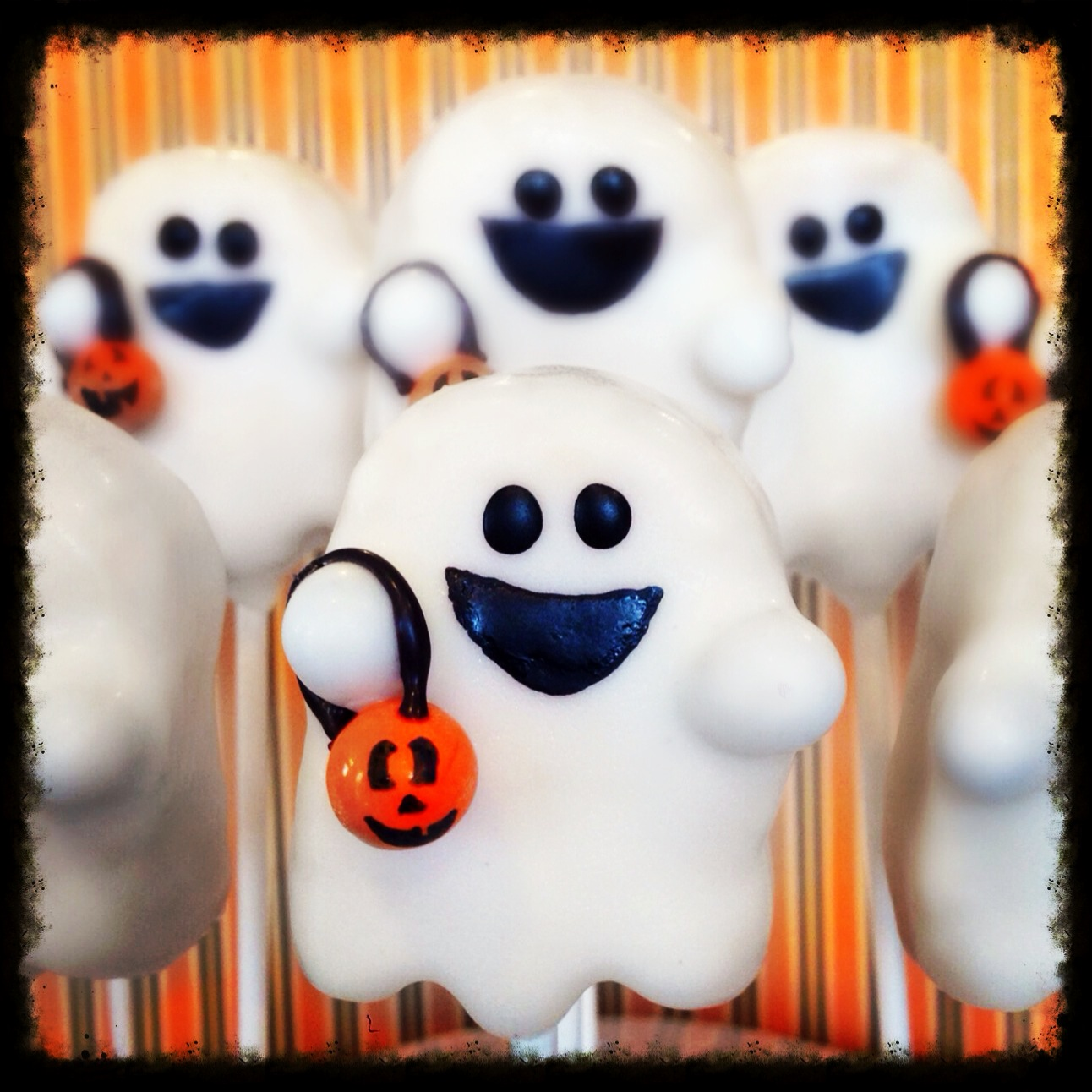 Ghost Trick-or-Treat Cake Pops